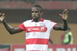 Greg Nwokolo Tak Perkuat Madura United Hadapi Persipura!