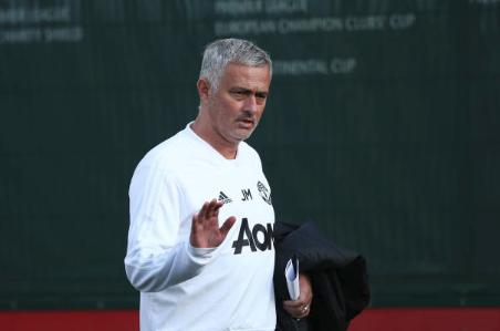 Jose Mourinho Kagum Dengan Chris Smalling Dan Victor Lindelof