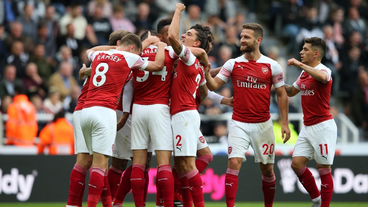 Paul Merson Menyoroti Lini Belakang Arsenal