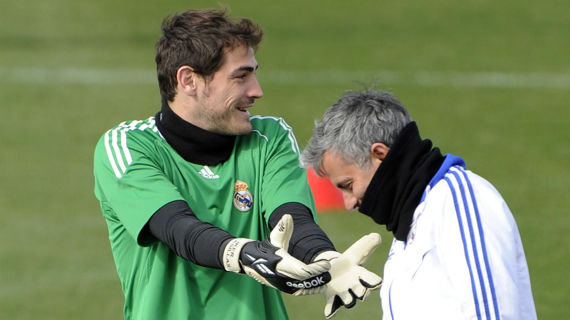 """Jose Mourinho yakin Iker Casillas berusaha """"diam-diam"""" menantang otoritasnya selama waktu mereka bersama di Real Madrid."""