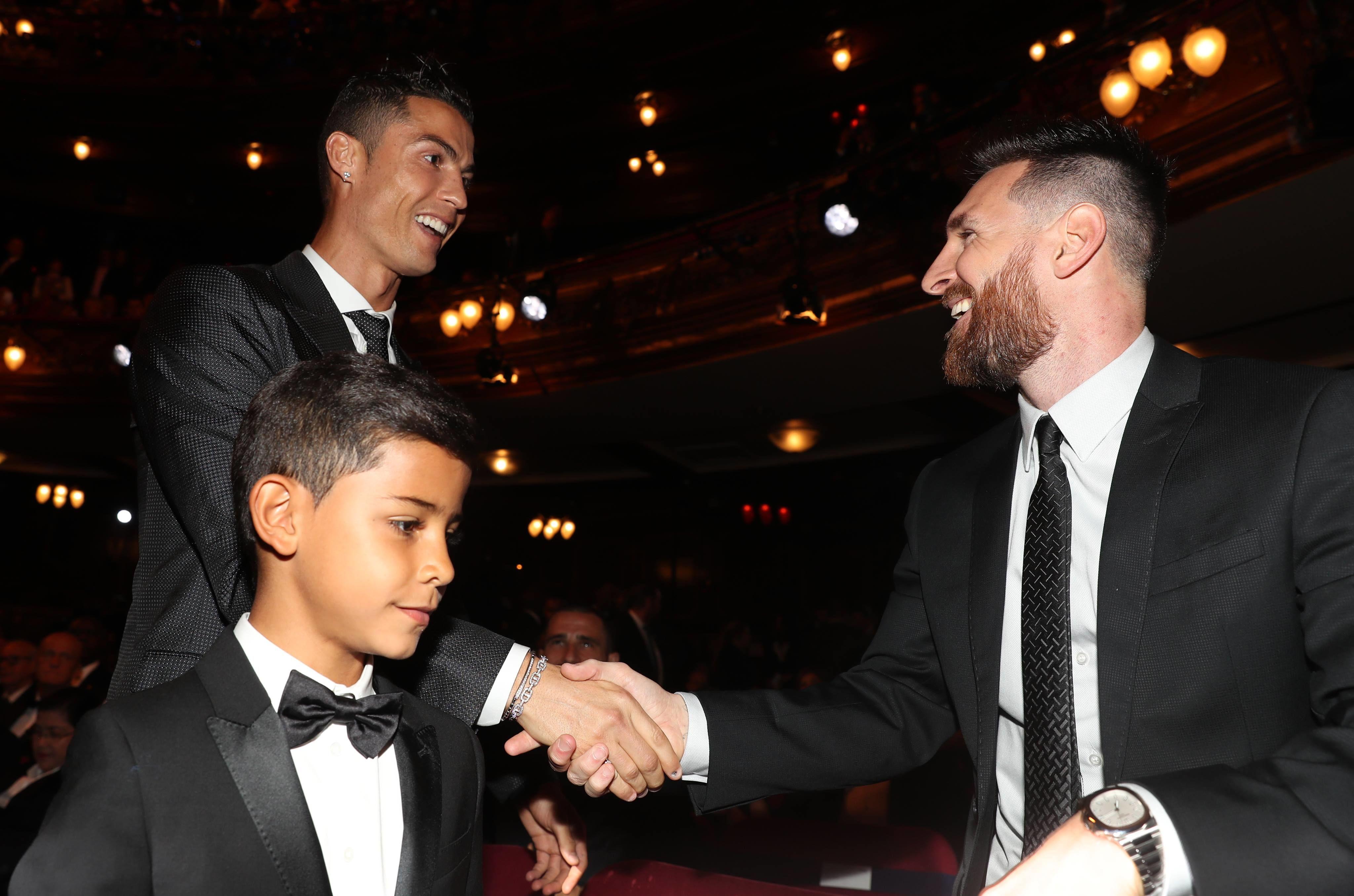 Ronaldo Tidak Masukkan Nama Messi ke Ballon d'Or