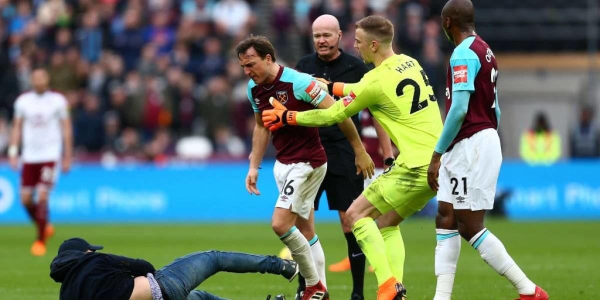 West Ham Hukum Penggemar Yang Memasuki Lapangan