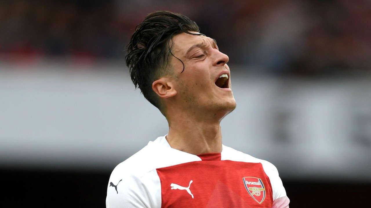 Unai Emery : Mesut Ozil Mengalami Sakit Punggung