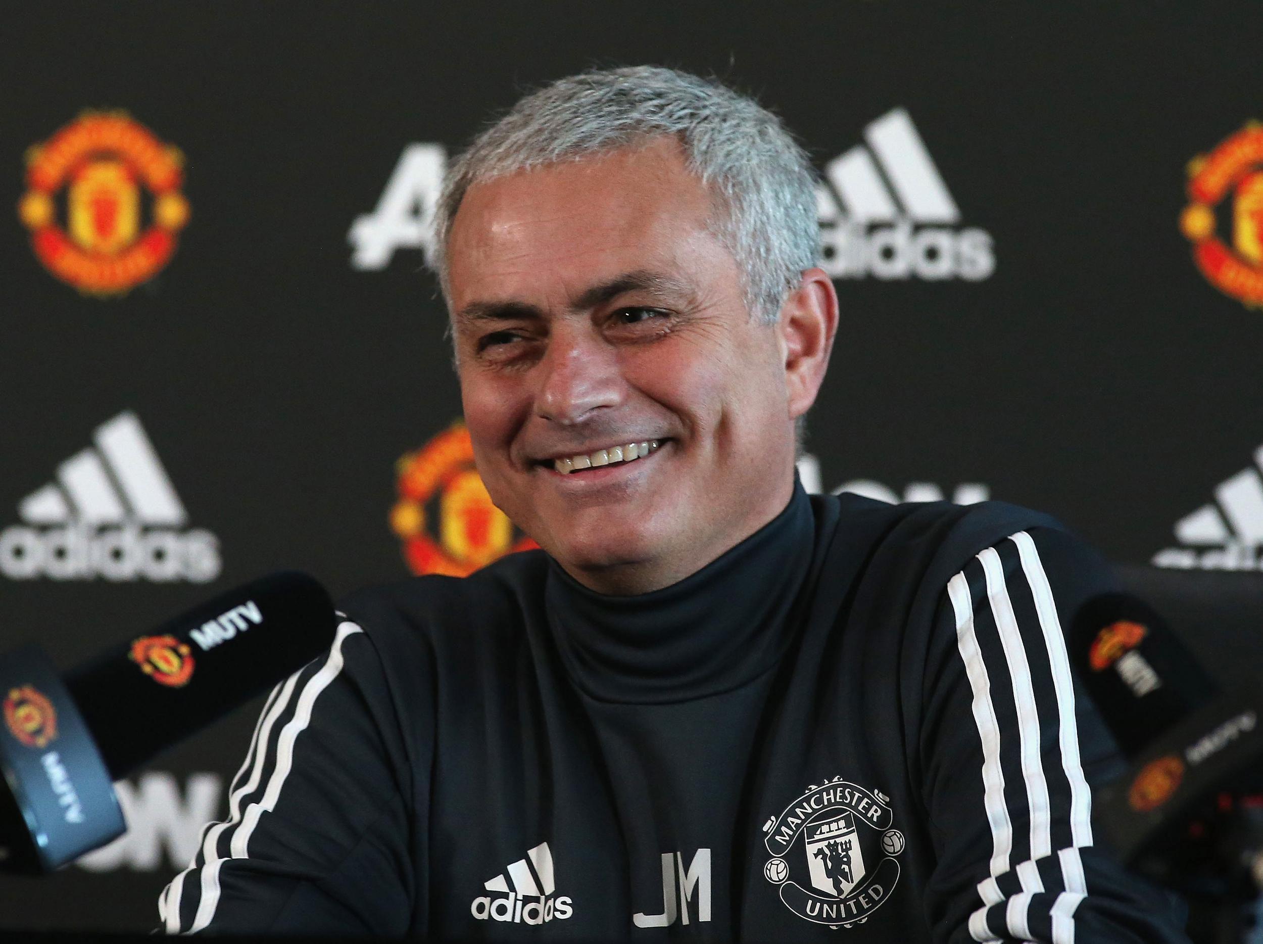 Mourinho : Apakah MU Menabung Untuk Bursa Transfer