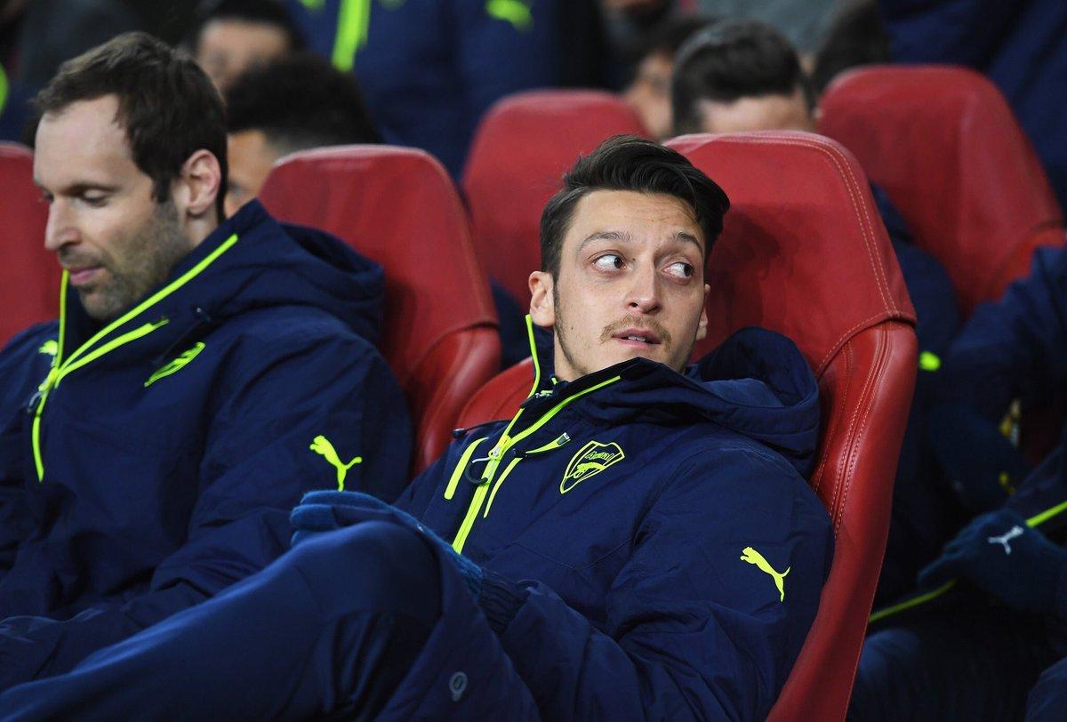 Ozil Bertekad Bertahan di Arsenal