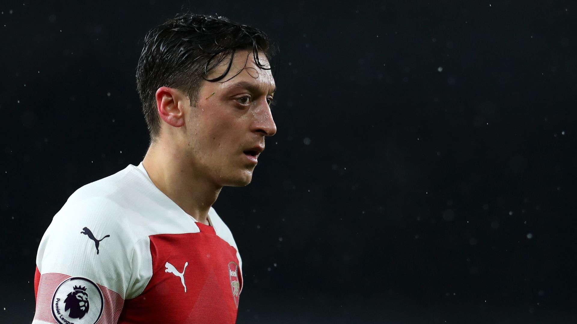 Paul Merson : Arsenal Harus Mainkan Mesut Ozil