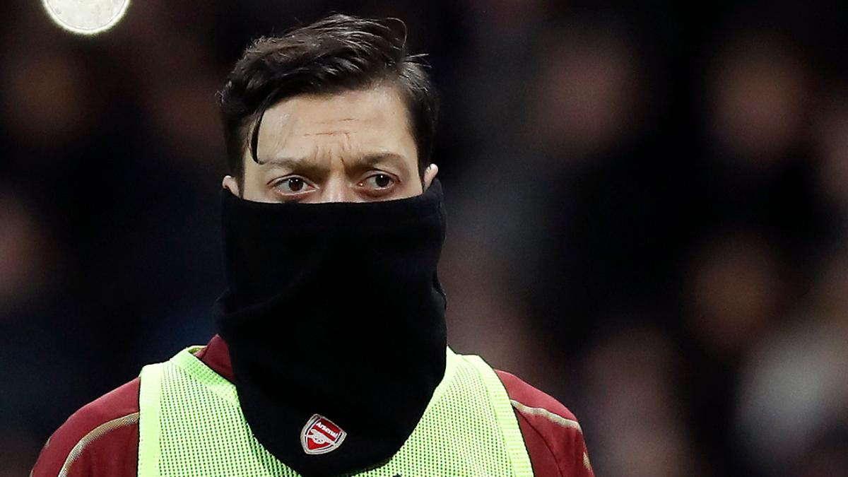 Sherwood : Arsenal Harus Mainkan Mesut Ozil