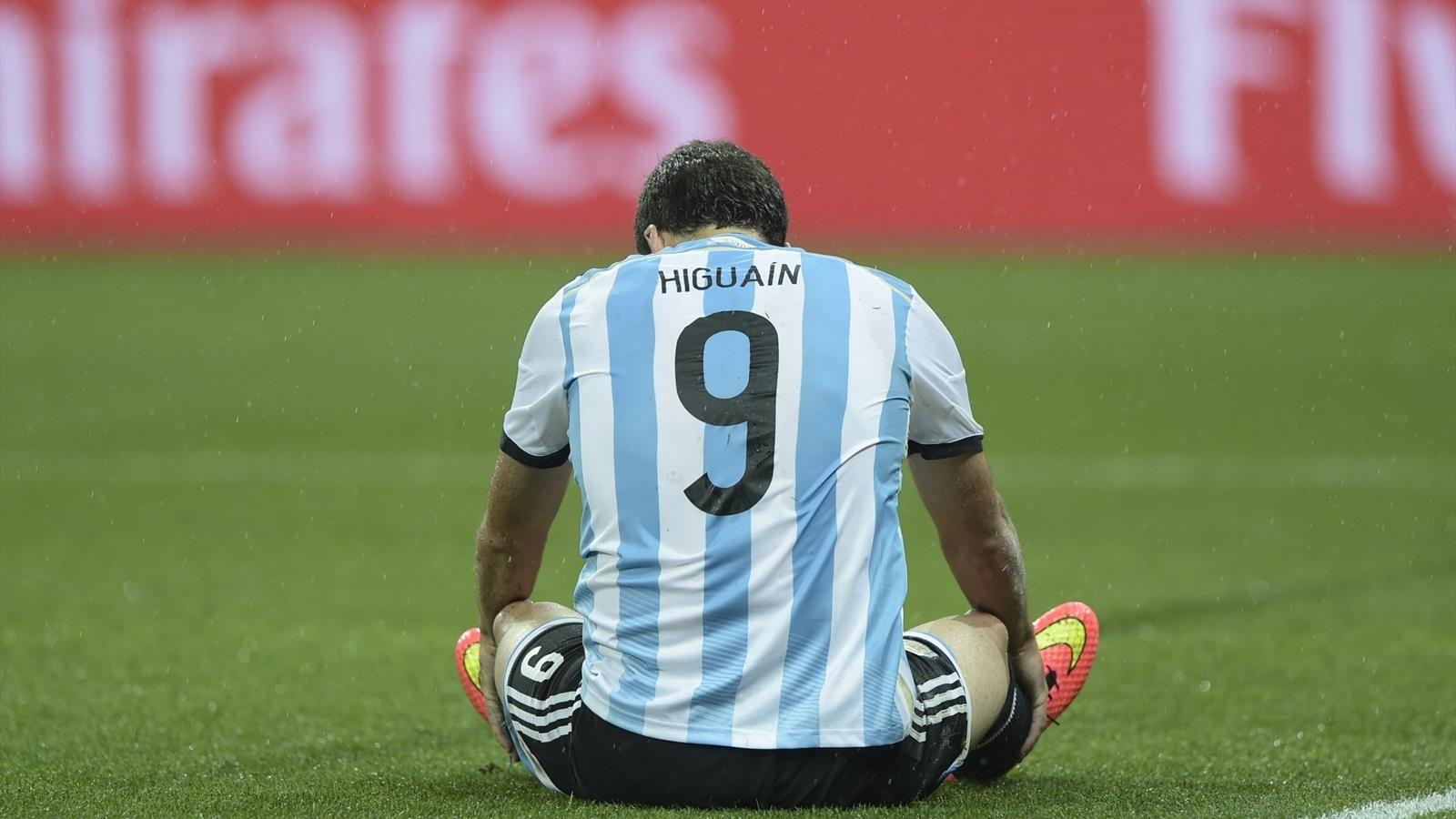 Gonzalo Higuain Pensiun Dari Timnas Argentina