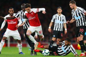 Podolski : Arsenal Finis di Empat Besar Jika Ozil Bermain