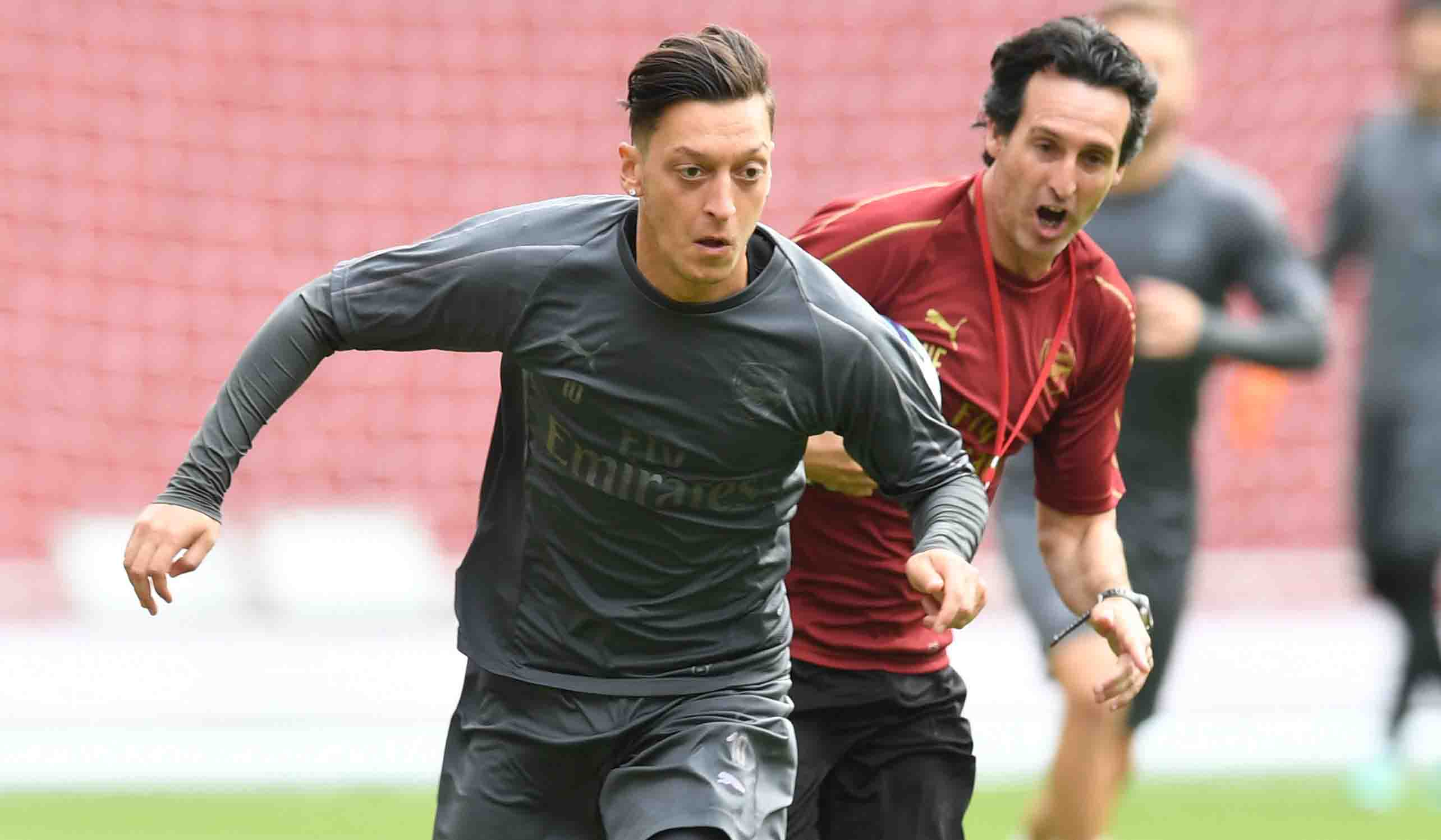 Emery : Mesut Ozil Membantu Arsenal